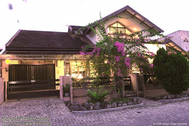 Guesthouse Medan Rumah Belanda early evening at the front side